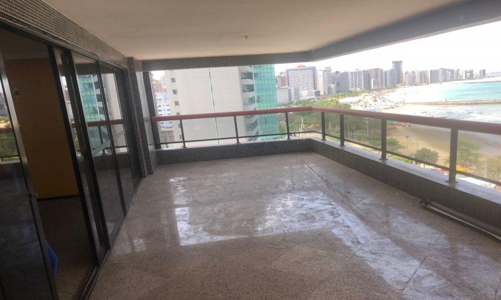 Apartamento de Luxo no Meireles